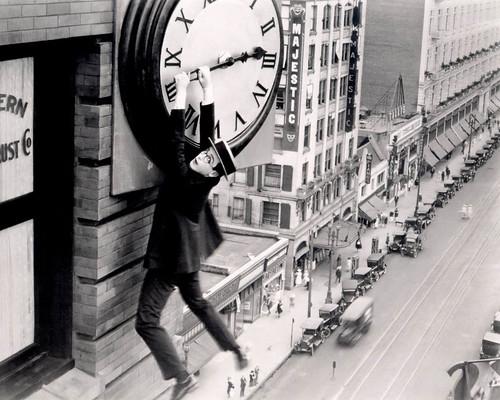 Harold Lloyd quedándose sin tiempo