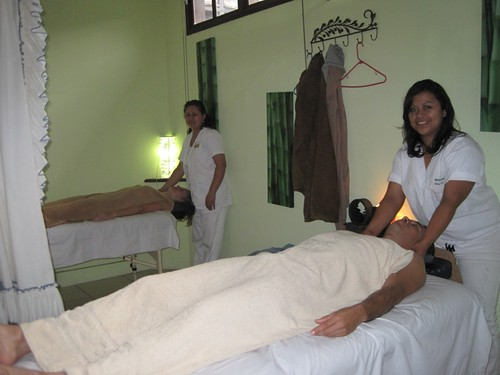Romantic-couples-massage-Antigua-Guatemala-travel