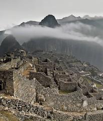 My Machu Picchu, 06.15 a.m. (Fil.ippo) Tags: machu picchu inca cuzco clouds nuvole cusco valle perù sacra andes machupicchu sagrada macchu hdr filippo macchupicchu incas ande d5000 mygearandmebronze mygearandmediamond marzo2011challengewinnercontest