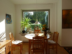 wohnzimmer (ortrun) Tags: essen gemlde heutenachmittag pflumchengeschirr