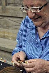 Pina (GiuliaHepburn) Tags: costume bambini donne cuneo nonna paglia vej scuola stanza anziani popolare uomini antichi fisarmonica storica rievocazione tessitura bellino trabai mestiari cruzetin