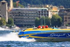Virata su Piazza Cavour (Roveclimb) Tags: lake como race lago boat barche piazza duomo gps acqua powerboat nautica gara lario motoscafi cavour gommone villaolmo broletto centomiglia