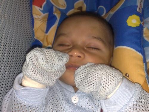 Bayi waktu begini, apa yang dia tahu….