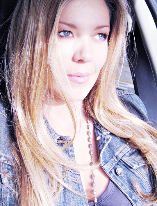 maegan+blue eyes+shadows+face+sun+hair