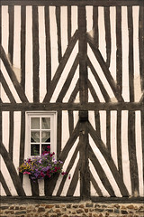 Timber Framing in Normandy (Foto Martien) Tags: old france history frankreich village medieval normandie frankrijk framework picturesque normandy oud paysdauge calvados ouddorp dorp fachwerk historisch oldvillage dorpje timberframing normandi vakwerk halftimberedhouse halftimbering beuvronenauge bassenormandie middeleeuws lesplusbeauxvillagesdefrance vakwerkhuis postandbeamconstruction schilderachtig lowernormandy maisoncolombages a550 coupesarte fachwerkhause maisonpansdebois themostbeautifulvillagesoffrance martienuiterweerd carlzeisssony1680 martienarnhem sonyalpha550 mygearandme postframe mygearandmepremium mygearandmebronze mygearandmesilver mygearandmegold mygearandmeplatinum dblringexcellence fotomartien tplringexcellence demooistedorpenvanfrankrijk dieschnstendrferfrankreichs eltringexcellence