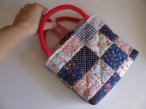 o que esconde a mala de uma menina?