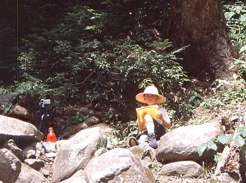 天滝で写生(小4、9歳)