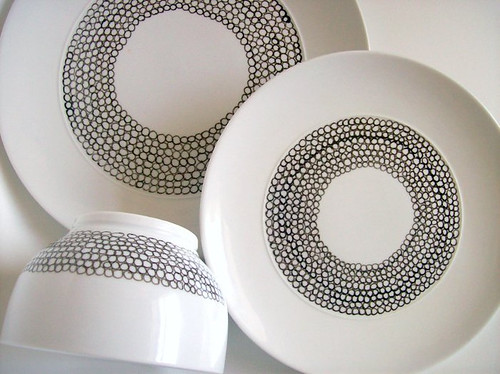 www.amerrymishapblog.com:2010:06:diy-painted-porcelain.html
