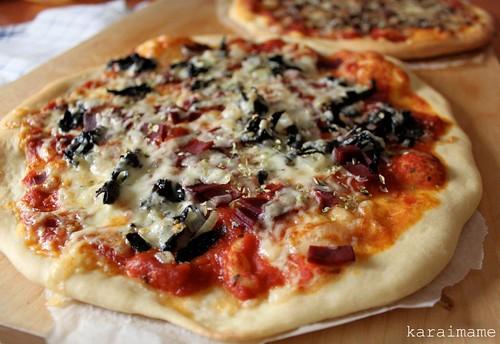 Kylmäsavuporo mustatorvisieni pizza