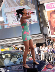 katy perry (all female barefoot musicians) Tags: feet nude stage nackt barefoot füsse bühne barfuss sängerin
