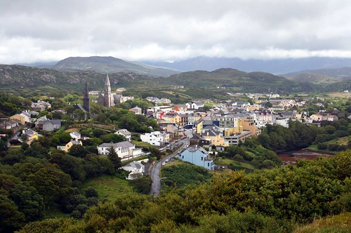Clifden, County Galway (by: Bert Kaufman, creative commons license)