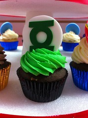 Superhero Cupcakes (Jenny Burgesse) Tags: cupcakes superhero greenlantern fondant geeksweets comicbookshoppeartgala2010