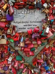 Nothing will be removed (Magic M.) Tags: lovelocks liebesschlösser köln cologne hohenzollernbrücke hohenzollernbridge escapedoor fluchttür