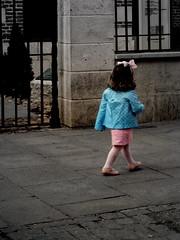 Girl (elinapoisa) Tags: alcaladehenares little girl bow