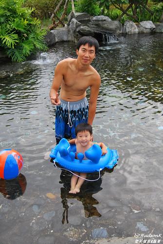 陪兒子下水(1)