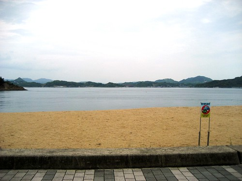 因島 モアイ とビーチ
