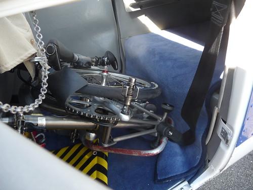 Vélo pliant et avion 4837317736_baeb16f136