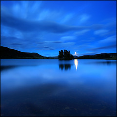 Moonrise Loch Fruechie (angus clyne) Tags: blue sunset moon night canon dark island scotland long exposure angus perthshire dream calm glen full highland moonrise hour loch dri crannog clyne quaich colorphotoaward vertorama saariysqualitypictures