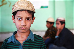 boy in madrasah - Srinagar (Maciej Dakowicz) Tags: school boy portrait people india children person asia child madrasah muslim islam faith religion mosque kashmir srinagar jammuandkashmir