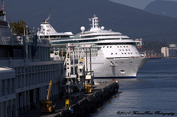 07-30-2010_cruiseship_canplace_wm