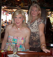 C Lori and Laura at Barneys Irish Bar 73110 (lwhitets) Tags: fort july saturday lauderdale 312010