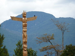 Totem & Crow (SrslyKris) Tags: trees mountain vancouver seawall totempole stanleypark crow kmphot