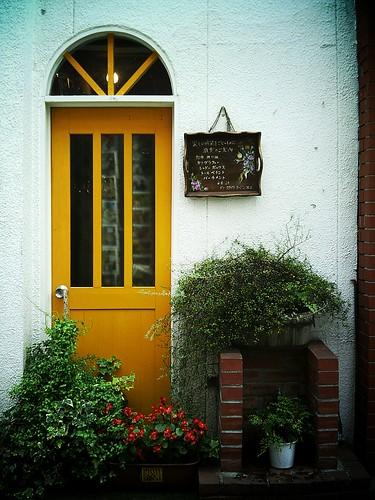 黄色い入り口
