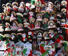 Viva México (IVANDIAZ31) Tags: plaza verde blanco méxico mexico vendedor rojo dolls sony centro guadalajara jalisco flags colores tricolor sombrero muñeco alpha ballons banderitas muñeca tapatía pelotitas bicentenario vivaméxico