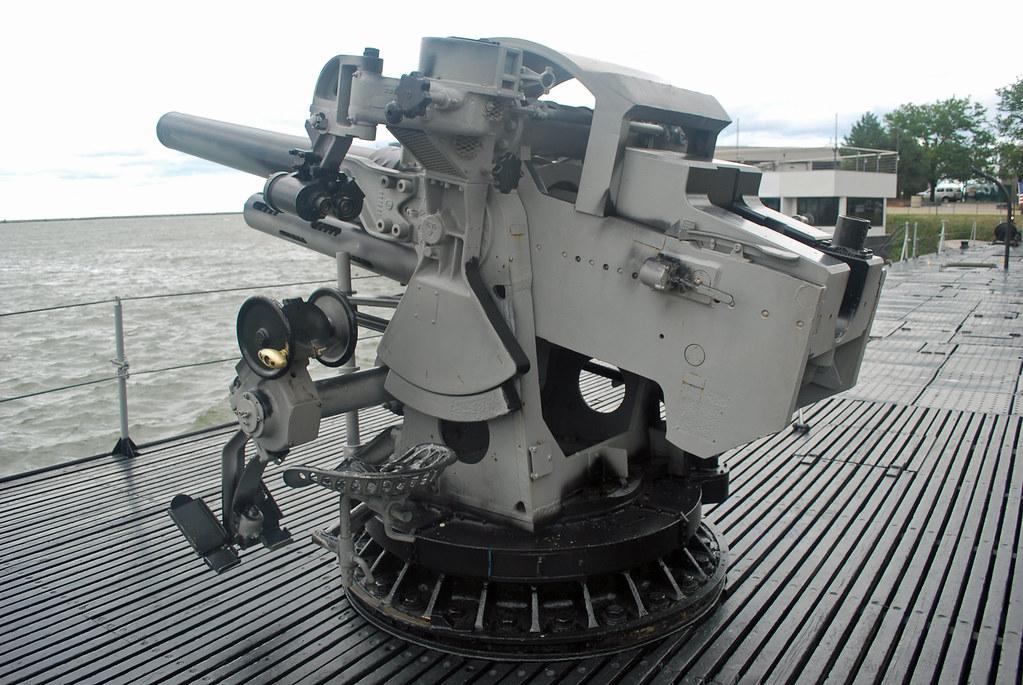 USS Cod 5 in Deck Gun