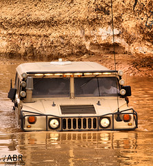 Hummer  h1 (3abr ) Tags: camera light portrait water japan canon 1 image photos d dive diving adventure h 50 hummer challenge duik kamera  beeld  aparat  vatn wody ura   kafa ljs  japonia lig argi myndavl   japoni irudia sfida uj     drit  obrazu wietle  nurkowania   imagehummer1cameracanon 50   1   pikiat