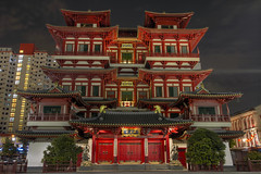 Buddha Tooth Relic Temple and Museum - HDR (David Gn Photography) Tags: travel museum architecture night landscape singapore asia chinatown columns reddoor hdr relgious chinesetemple tileroof placeofworship historicbuilding 3xp buddhatoothrelic canoneos7d buddhatoothrelictempleandmuseum sigma1020mmf35exdchsm sigma50th