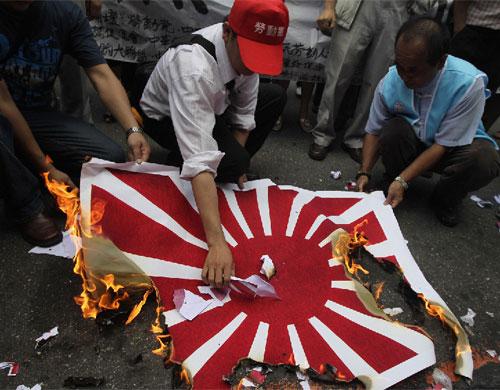 台湾人烧日本国旗