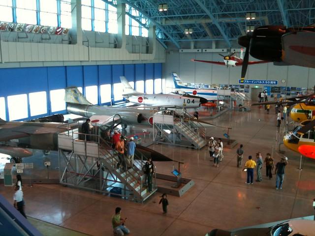 @ratoro 浜松航空自衛隊エアーパーク、展示機はけっこうレトロなのばっかでした。F104とか。新しいのでブルーインパルスのT2、古いのだと零戦w ファントムⅡくらいはあるかと思ったんだけど。