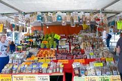 Merano (BZ), 2010, centro storico. (Fiore S. Barbato) Tags: italy val alto mercato sud bolzano bancarella merano tirolo mercatino adige meran bancarelle passiria