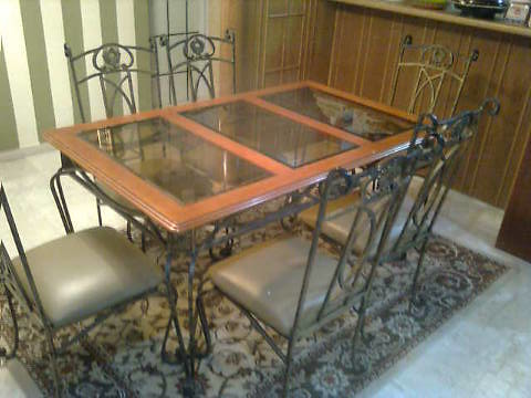 Glass dining table n 6 chairs $100