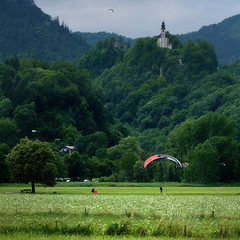 Beautiful landings in the valley of Berner (Bn) Tags: germany bavaria meadow adventure paragliding topf100 berner paragliders bavarianalps badreichenhall voralpen greenmeadows berchtesgadenerland 100faves berchtesgadennationalpark alpinemountains happylandings saariysqualitypictures churchonmountain paraglidertandempilots countyofberchtesgaden salingdown paragliderssailingdown flowersinthemeadow