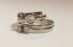 Daimond set circles style ring