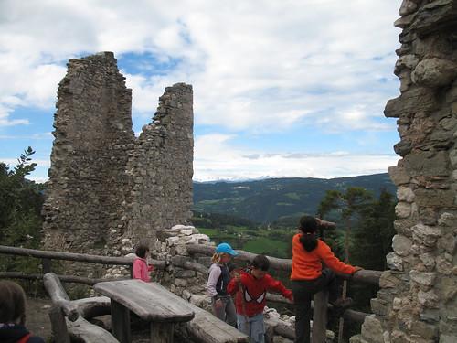 Von den Burgruinen Salegg und Hauenstein hat man jeweils einen herrlichen Blick ins Tal und auf Seis am Schlern