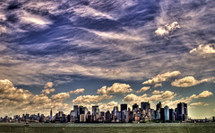 NY 112 (Miguel ngel 13) Tags: sky usa cloud newyork skyline clouds liberty libertad freedom edificios amrica peace manhattan cielo nubes hdr nube libertyisland nuevayork eeuu estatuadelalibertad nikond90 rascaciones