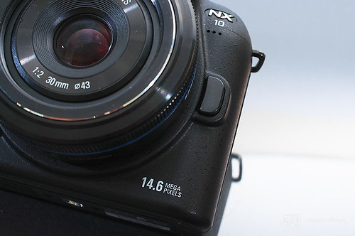 Samsung_NX10_exterior_03