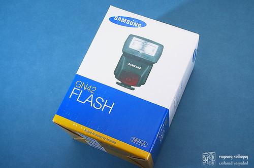 Samsung_NX10_flash_01