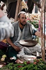 Vendeur de lgumes, march de Had Draa (mcn2009) Tags: piment market morocco maroc balance march province lgumes      dessaouira