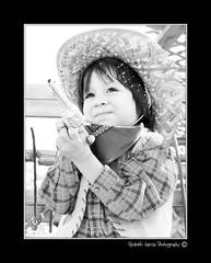 Manos en alto vaquero (Rodolfo García Photography) Tags: california birthday boy party portrait children mexico kid high cowboy key gun toystory kodak retrato farm woody infantil bajacalifornia highkey baja niño mexicali granja vaquero highkeylighting