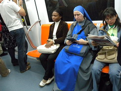 iPad nun (GrusiaKot) Tags: rome roma modern subway reading metro religion praying nun suora metropolitana preghiera ipad pregare