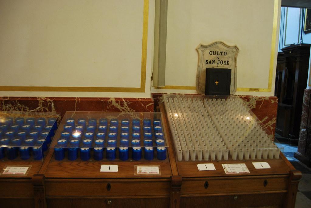 Электронные свечи в испанском соборе в городе Валенсия 5065347561_c5c2973be0_b