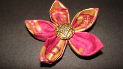 FLOR FUXICO (PAREMI) Tags: flor fuxico yoyo pelo kanzashi