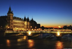 ~ Paris se prpare pour la nuit ~ as Paris prepares itself for night ~ (Janey Kay) Tags: bridge sunset sky paris france home seine night clouds river puente noche twilight frankreich nacht dusk himmel cu ponte ciel cielo stadt pont bp nuages nuvem brcke nuit notte nube ville pontneuf octobre 2010 parigi fleuve chezmoi coucherdusoleil conciergerie passerelle parisbynight francja iloveparis parislanuit wolden paryz nikond80 101010 sigma2470mm28 janeykay parisiledefrance sigma2470mmf28exdghsm baladesparisiennes october102010