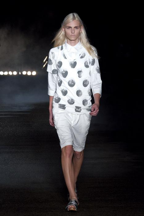 SS11_Tokyo_Davit MEURSAULT011_Andrej Pejic(Fashionsnap)