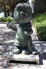 Linus statue in Santa Rosa - 2 (cannellfan) Tags: california art statue peanuts linus santarosa 2010 charlesmschulz linusvanpelt