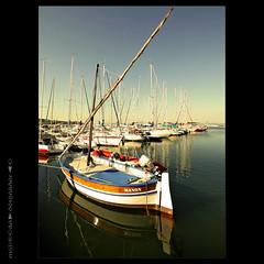 Reflejos (m@tr) Tags: france port canon puerto boat barco sigma reflejos martigues provenzaalpescostaazul canoneos400ddigital mtr sigma1020mmexdc marcovianna imagenesdefrancia fotosdefrancia puertodemartigues